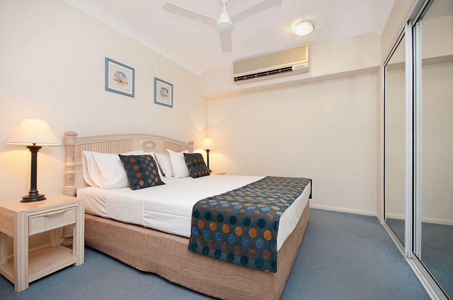 Palm cove 2 bedroom holiday apartments alassio palm cove for 2 master bedroom apartments