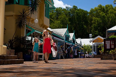 Palm Cove Shopping